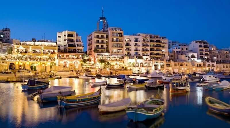Onde Ficar em St. Julian's em Malta: Próximo a Praia